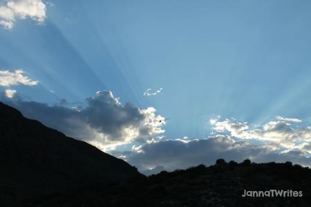 I love clouds and sunlight photos. That's how God's love makes my heart feel.