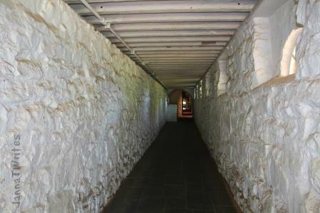 01-20 Hallway_Door-Monticello